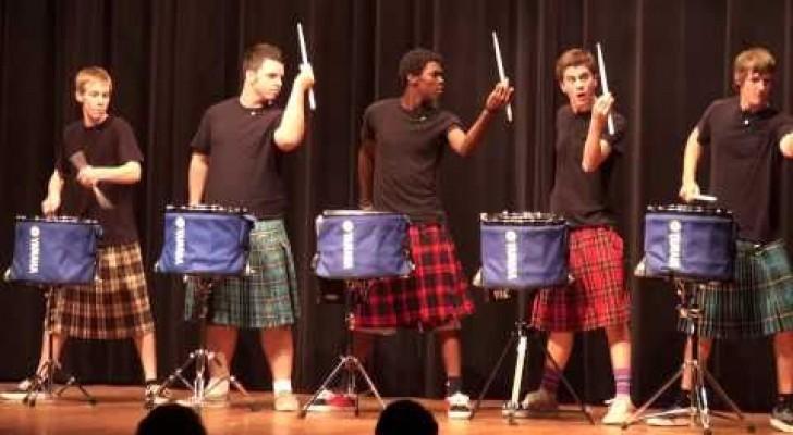 Scozzesi talentuosi con i tamburi