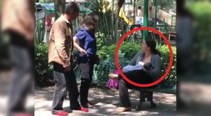 Elle allaite son bébé dans un parc: la réaction des deux passants va vous énerver au plus haut point