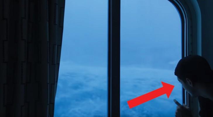 Qu'est-ce que cela fait d'être au beau milieu d'une tempête? La scène filmée depuis la cabine est terrifiante