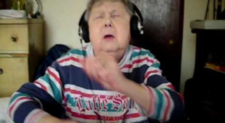 Hilarious grandma trying to rap !