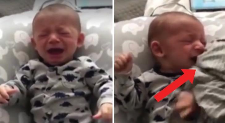 Spädbarnet gråter: pappan lugnar ner honom på bara 1 sekund med denna metod