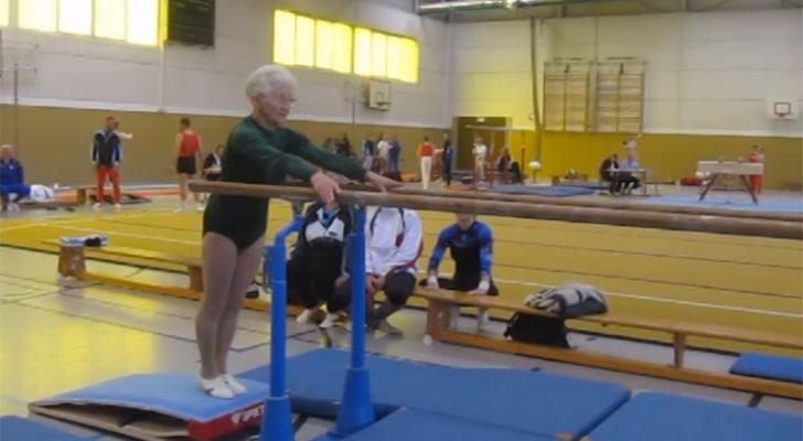 Deze 92-jarige vrouw nadert de brug, maar maak je geen zorgen: ze WEET wat ze doet!