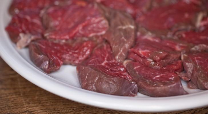 Nicht nur Tumore: rotes Fleisch zu essen erhöht das Risiko, an 9 Krankheiten zu erkranken