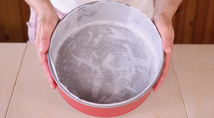 This how experts use parchment paper to line round cake pans!