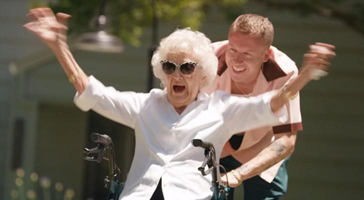 Deze beroemde rapper viert de honderdste verjaardag van zijn oma en laat haar in een fantastische videoclip meespelen
