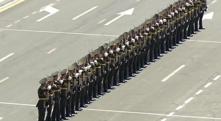 Show na parada militar na Armênia: o espetáculo é surreal
