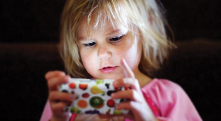 Perte de la réflexion émotionnelle: quels sont les risques pour nos enfants qui passent des heures devant les écrans?