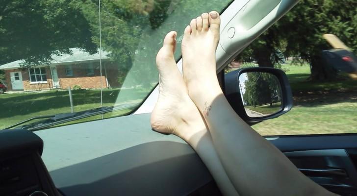 En daarom mag je nou nooit je voeten zo neerleggen wanneer je in de auto zit