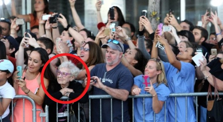 We are losing the ability to enjoy important moments - This photo makes it clear