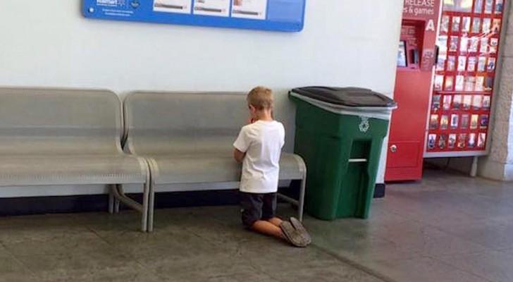A mãe surpreende o filho ajoelhado no supermercado: o seu gesto comove uma nação