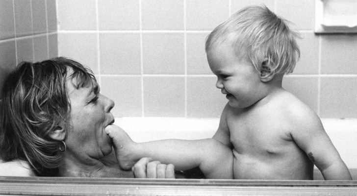 Girò il mondo per fotografare l'amore materno: i suoi scatti sono un inno al sentimento più forte che ci sia