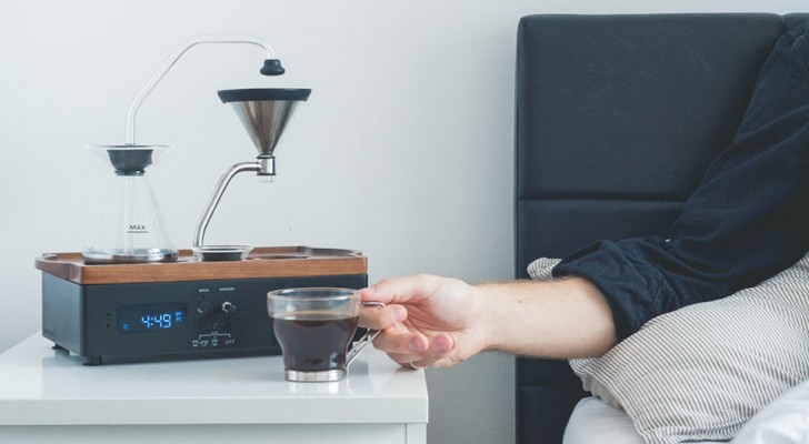 Hier is de wekker waar we allemaal op lagen te wachten: terwijl hij afgaat maakt 'Ie thee of koffie voor je klaar