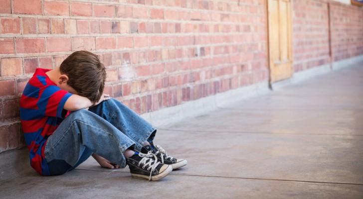 Non è la nota di un insegnante a indebolire l'autostima, ma l'incapacità dei genitori di farsi da parte