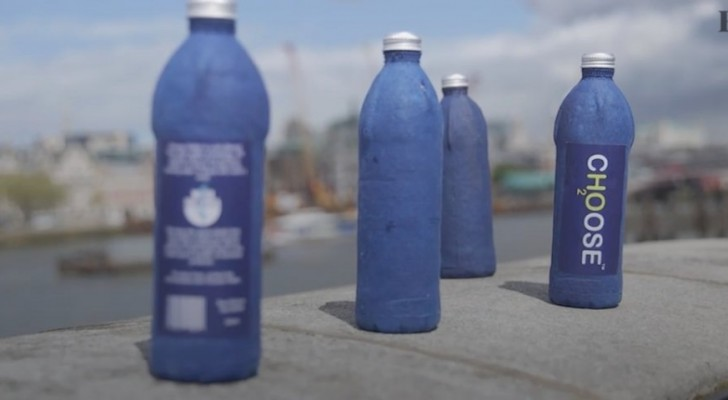 Un team di scienziati mette a punto una bottiglia d'acqua che si decompone in sole tre settimane