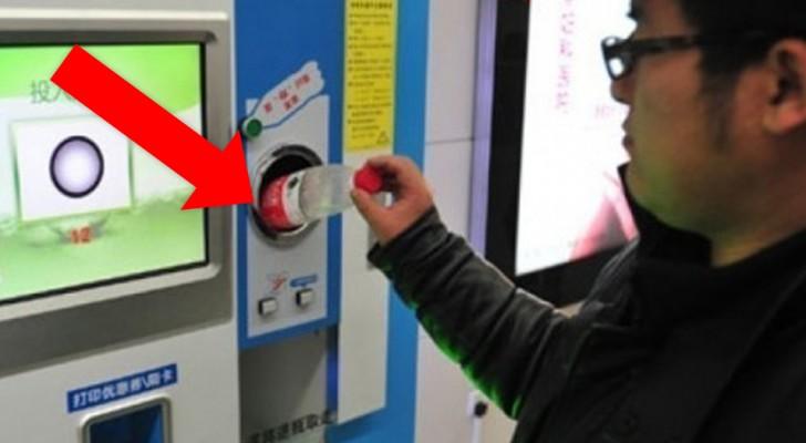 Questa macchina installata in Spagna in cambio di una bottiglia di plastica dà un biglietto per il cinema