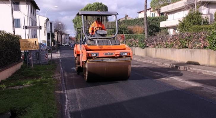 Vecchi pneumatici e asfalto riciclato: in Toscana viene testata la prima strada 'green' a prova di buca