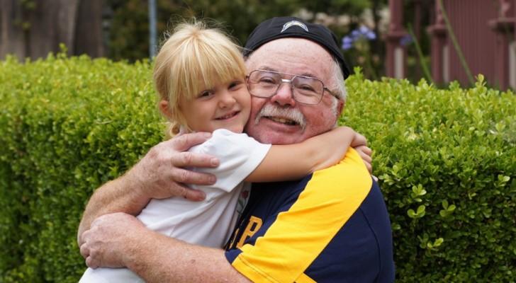 I nonni che si occupano dei nipotini vivono più a lungo: uno studio lo conferma!