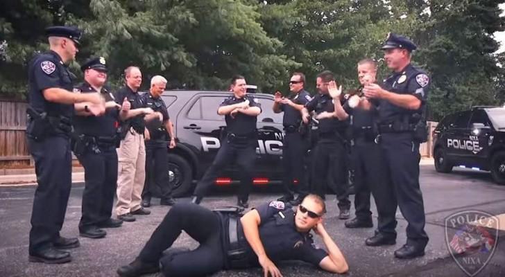 Gli agenti iniziano a ballare un brano travolgente: quando si uniscono i cittadini, lo spettacolo è epico!