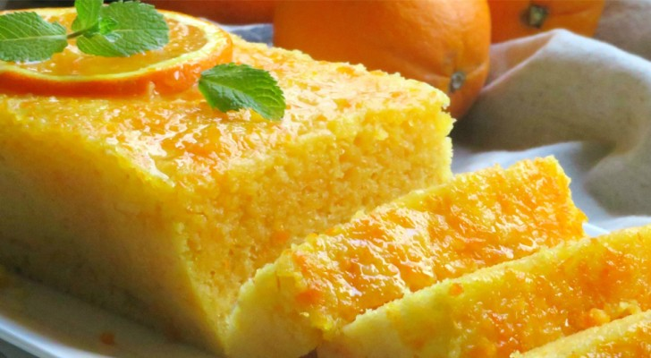 Questo delizioso plum cake all'arancia si prepara al forno a microonde in soli 5 minuti