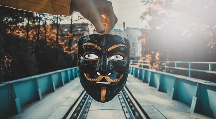 8 signaux qui vous permettent de démasquer une personne fausse