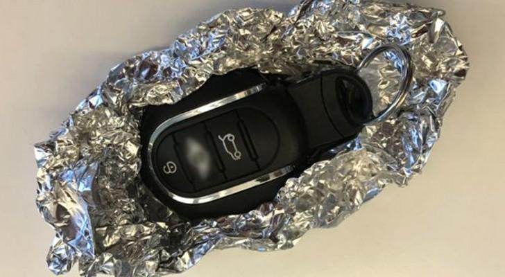 Gli esperti di sicurezza consigliano di avvolgere le chiavi della macchina nell'alluminio per scongiurare i furti