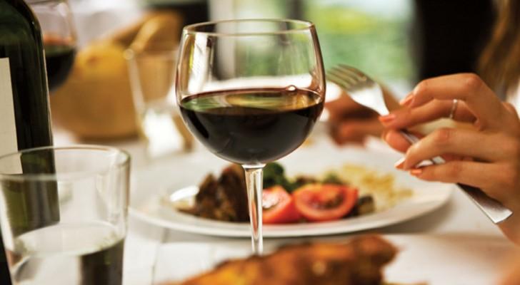 Boire un verre de vin avant de s'endormir vous aide à perdre du poids : c'est la science qui le dit !