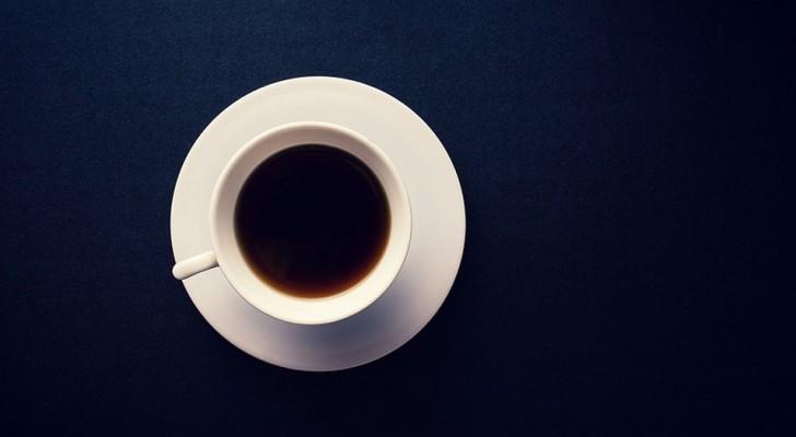 Boire du café réduit le risque de développer la maladie d'Alzheimer et la maladie de Parkinson - mais la caféine n'a rien à voir