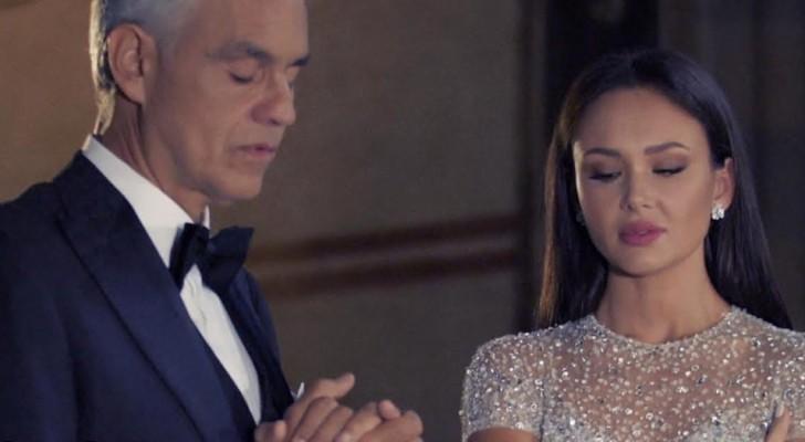 Bocelli dueta em uma igreja vazia com uma cantora com uma voz espetacular... o espetáculo é garantido!