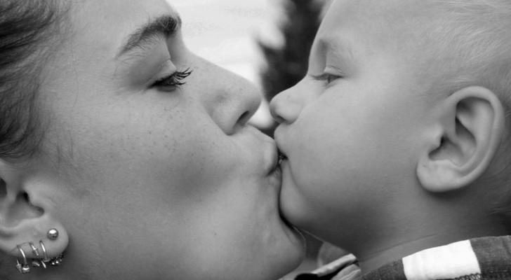 Est-il juste d'embrasser ses enfants sur la bouche ? Le débat divise les psychologues pour enfants
