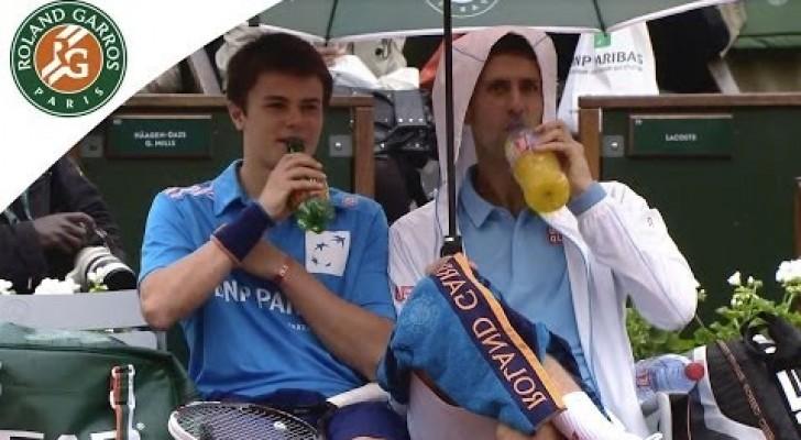 Novak Djokovic et le ramasseur de balle