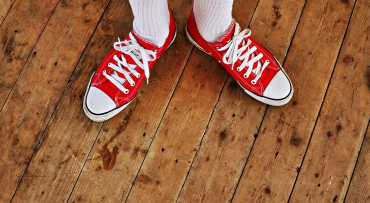 3 good reasons to take off your shoes before entering the house: It is a healthy and useful habit