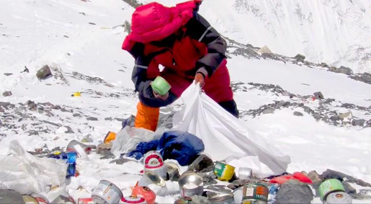 Le plus haut sommet du monde est un tas de détritus : l'Everest détruit par la présence assidue de l'homme