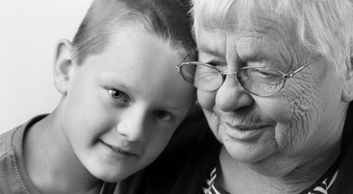 Anche quando non ci sono più, i nonni rimangono con noi: ecco come spiegarlo ai bambini