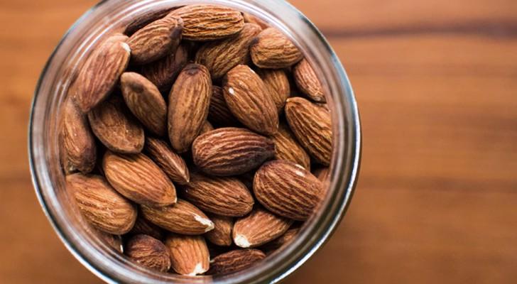 Le mandorle aiutano a ripulire le arterie dal colesterolo, secondo un nuovo studio