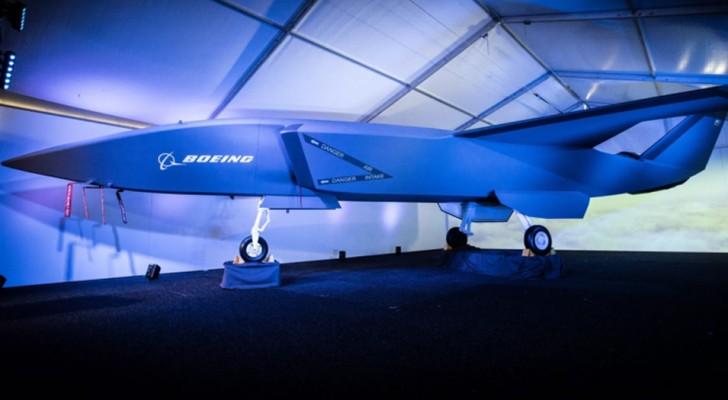 Boeing onthult zijn nieuwe onbemande gevechtsvliegtuig aan de wereld