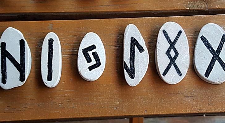 Välj en av de antika runorna och se vad den avslöjar om din inre värld