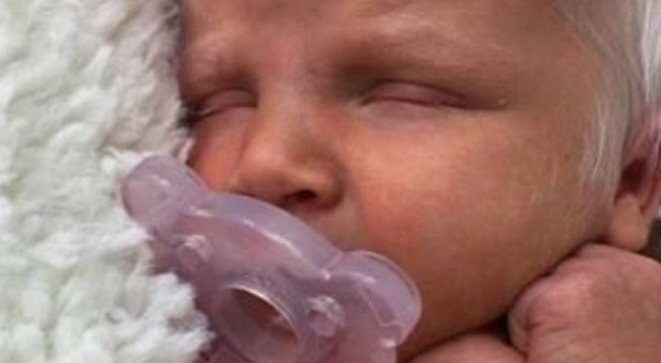 She gives birth to a beautiful white-haired baby girl, and the photos go viral on the Internet