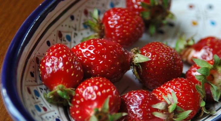 Eine Mutter enthüllt ihr Geheimnis, wie sie Erdbeeren mit Zutaten, die wir alle zu Hause haben, länger haltbar macht