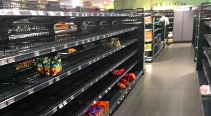 Um supermercado decide eliminar das prateleiras todos os produtos estrangeiros para protestar contra o racismo e xenofobia