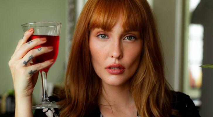 Frauen, die sich einem Glas Wein hingeben, sind intelligenter, wie eine Studie herausgefunden hat