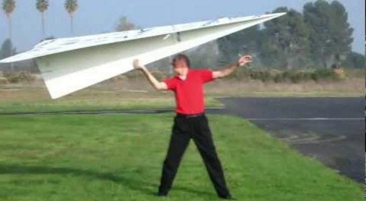 O maior aviãozinho de papel do mundo
