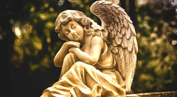 These are the signs that tell you that a guardian angel is protecting you from above