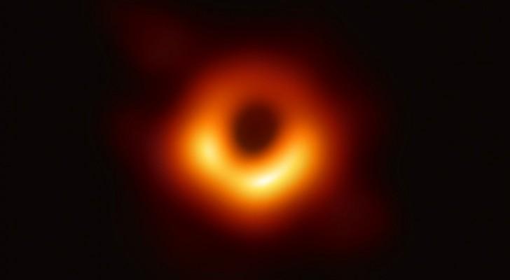 L'image du siècle : les scientifiques photographient un trou noir pour la première fois de l'histoire