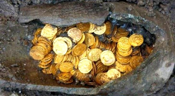 Non potevano immaginare cosa ci fosse sepolto sotto l'antico teatro: la scoperta del tesoro ha fatto la storia
