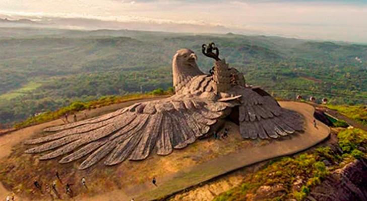 C'est la sculpture du plus haut oiseau du monde : après 10 ans de travail, le voici enfin dans toute sa splendeur
