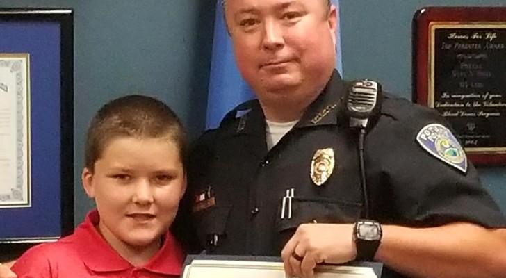 Os agentes salvam um menino depois de meses de maus-tratos: no dia seguinte um dos policiais decide adotá-lo