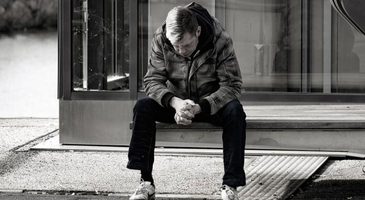 Les personnes qui vivent seules sont plus susceptibles de souffrir de troubles mentaux, révèle une étude