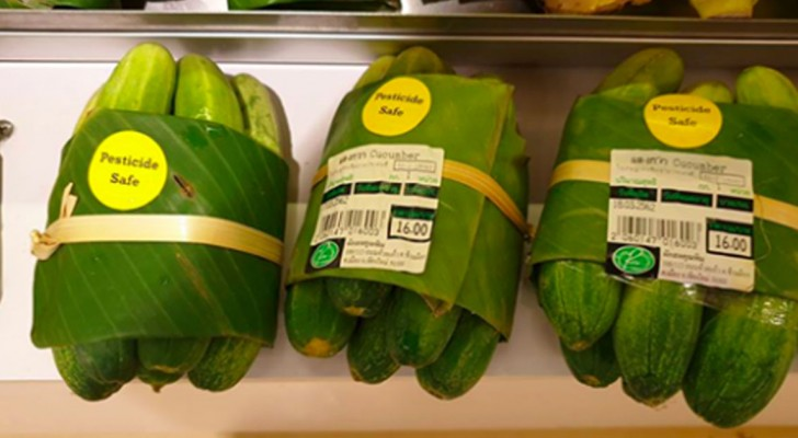 Asian supermarkets that use banana leaves instead of plastic packaging to save our oceans!