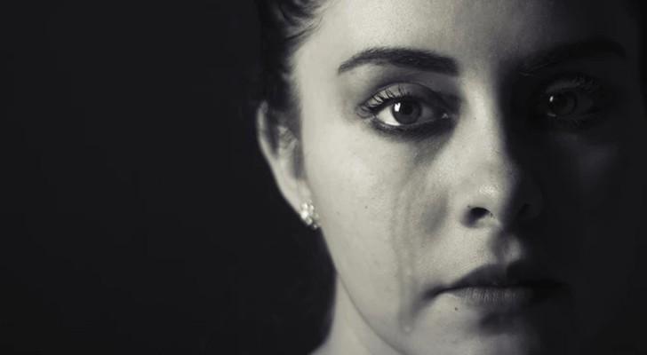 Die lächelnde Depression: wenn wir die Maske des Glücks tragen, um einen tiefen Schmerz zu verbergen