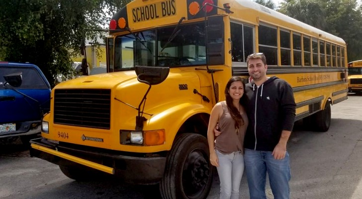 Esta pareja ha transformado un autobús escolar en una mini-casa sobre cuatro ruedas: el interior ¡es un espectaculo!